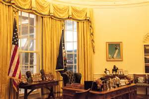 clinton oval office clinton presidential library homeless and loving it