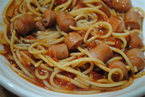 spaghetti in a hot hot dog spaghetti recipe student recipes student eats