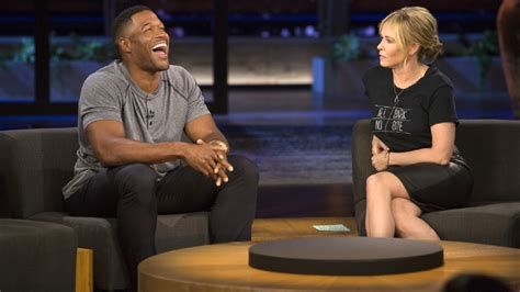 michael strahan news page 3 people michael strahan tells chelsea handler he doesn t miss