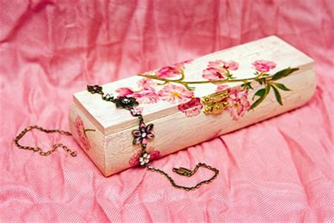 Decoupage Steps - how to decoupage anything doityourself