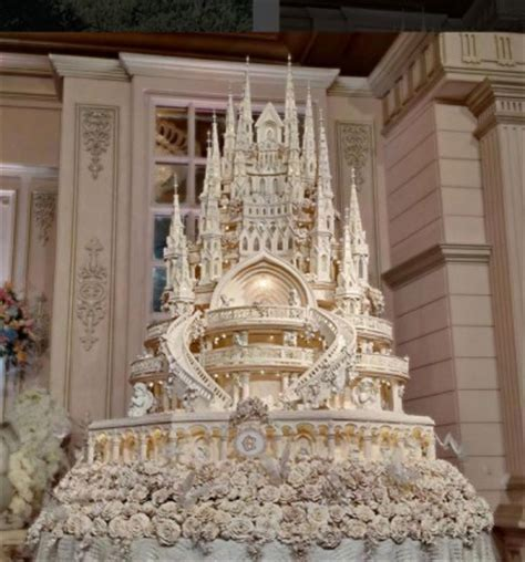 White Alinskie throw lavish wedding with 4 5 meter