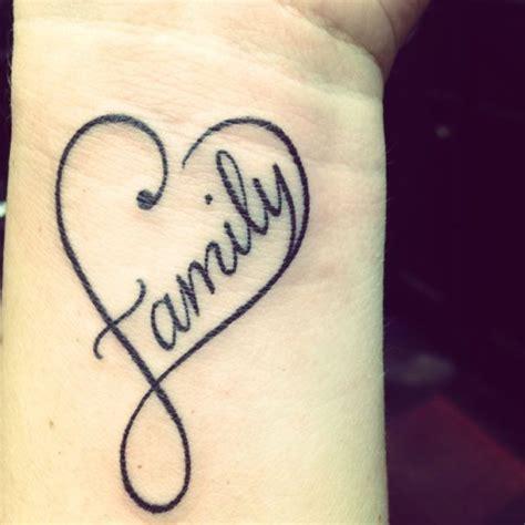 tatuajesd infinito con corazones y nombre los tatuajes de infinito fotos y significado