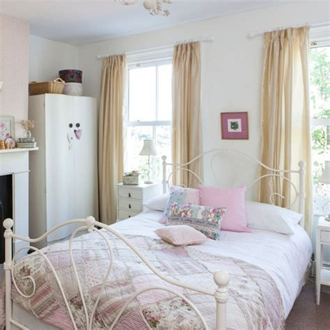 Vintage Pastel Bedroom by Pastel Country Bedroom Bedroom Decorating Housetohome