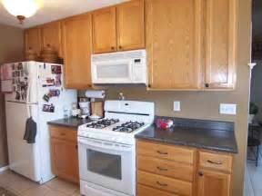 Black Oak Kitchen Cabinets by Kitchen Colors With Oak Cabinets And Black Countertops