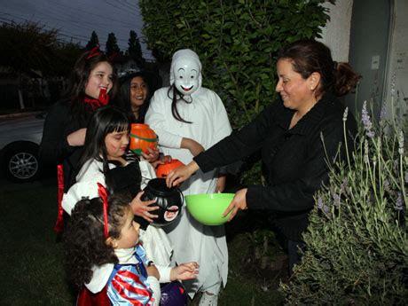 imagenes de halloween niños pidiendo dulces ni 241 os invadieron las calles en el gran concepci 243 n