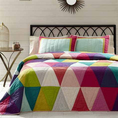 modern coverlets for beds 1000 ideas about patchwork quilting on pinterest bed