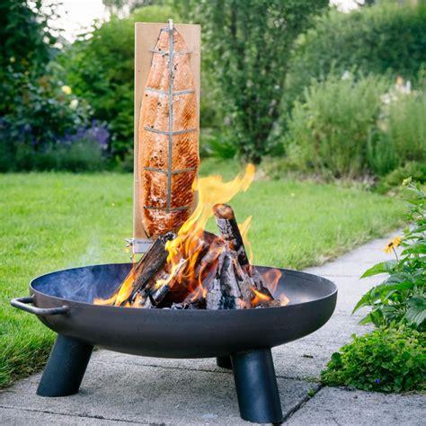 grillen über feuerschale feuerschale 60cm brett 2 er set flammlachs feuer lachs