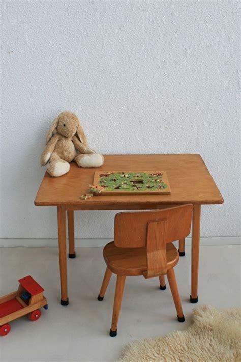 houten stoel voor kind houten schoolset tafel en stoel voor kind 1 vintage