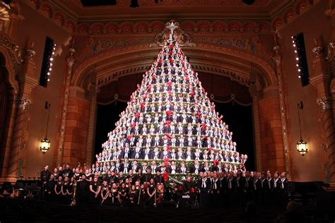 mona shores singing christmas tree muskegon mi