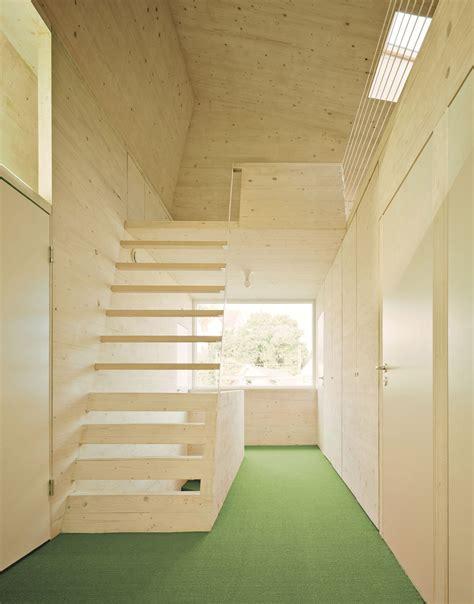 treppe zum spitzboden extravagante holztreppe zum spitzboden bauemotion de