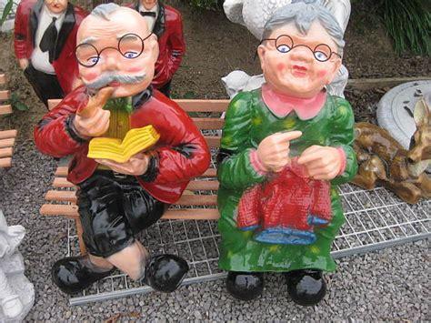 Oma Und Opa Auf Der Bank Gartendekoration oma und opa auf bank 75 cm kunstharz figuren figur