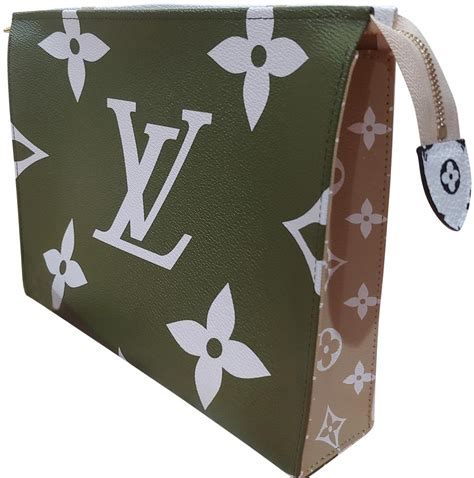 louis vuitton limited edition toiletry  giant monogram