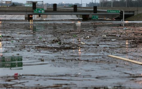 boat store st louis mo flooding forces evacuations traffic troubles in missouri
