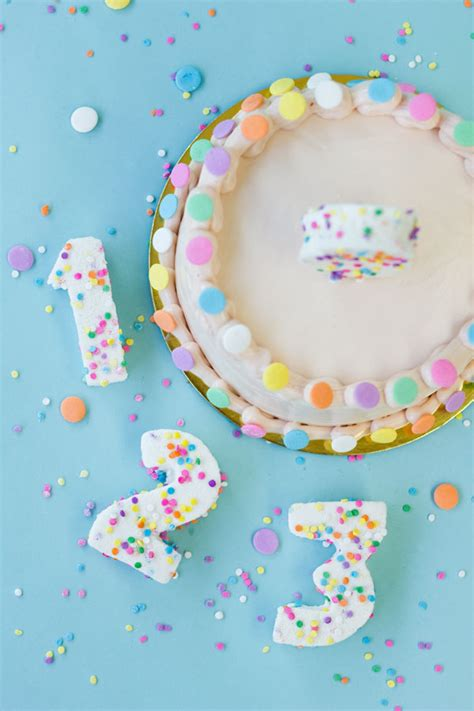 25 insanely creative ways to decorate a cake that are easy af 25 insanely creative ways to decorate a cake that are easy af