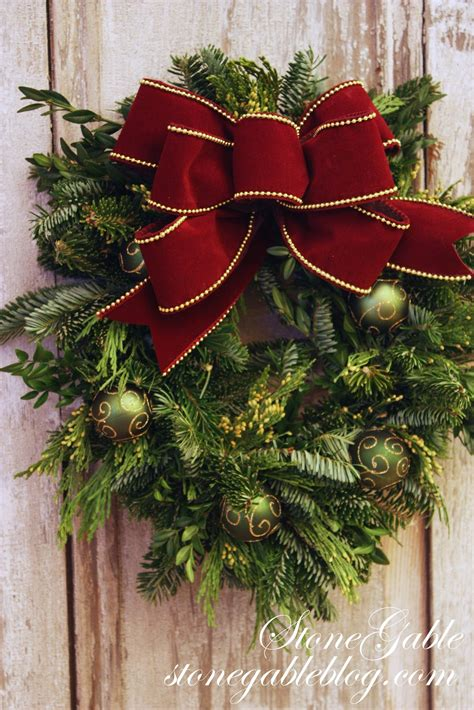 how to make bows for top of christmas tree the easiest way to make a live wreath stonegable