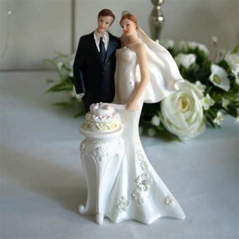 Brautpaar Figuren by Brautpaar Figur Mit Hochzeitstorte Modernes Brautpaar