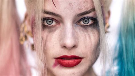 new portrait of margot robbie as harley quinn from