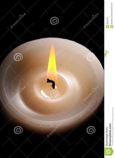 meditazione candela candela contro il nero immagine stock immagine di