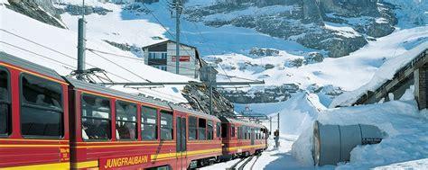 treno a cremagliera svizzera in svizzera tra monti cascate e trenini a cremagliera
