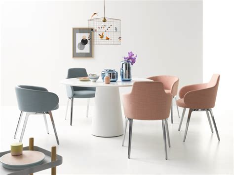 Formidable Table Salle A Manger Bois Clair #4: chaises-salle-manger-table-ronde-blanc-laqué-tissu-rose-gris.jpg