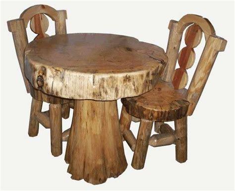 tavolo sgabelli idee fai da te per arredare con rami e tronchi foto