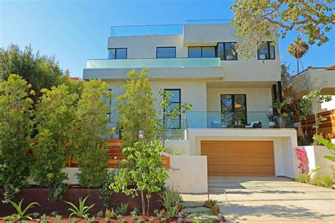 view home in los angeles promising a luxurious
