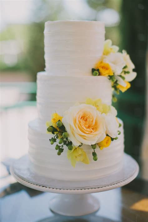 Wedding Cake Yellow Roses by Best 25 Yellow Wedding Cakes Ideas On Yellow