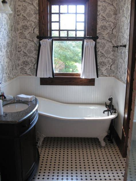 bungalow bathroom ideas 17 best images about the new crib on oregon farmhouse bathrooms and bathroom