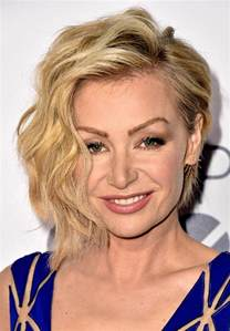 hairstyles from california for 2015 portia de rossi short wavy cut newest looks stylebistro
