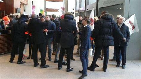 siege social leclerc des agriculteurs se sont introduits au si 232 ge de e leclerc