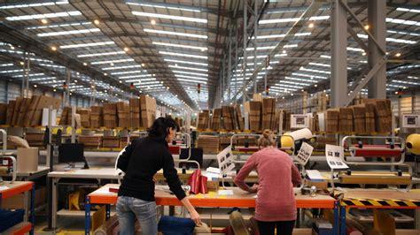 amazon warehouse amazon to add 2 000 new jobs in florida nbc 6 south florida