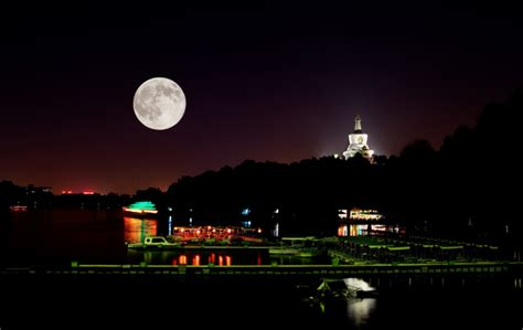 Feel the Romantic Atmosphere on the Mid Autumn Festival   iWatchau