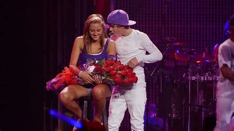 justin bieber favorite girl in concert justin bieber one less lonely girl live justin gives