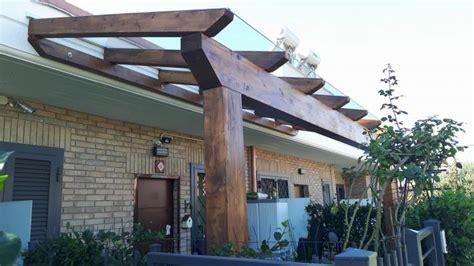 pergole da terrazzo terrazzo con pergolato in legno su misura