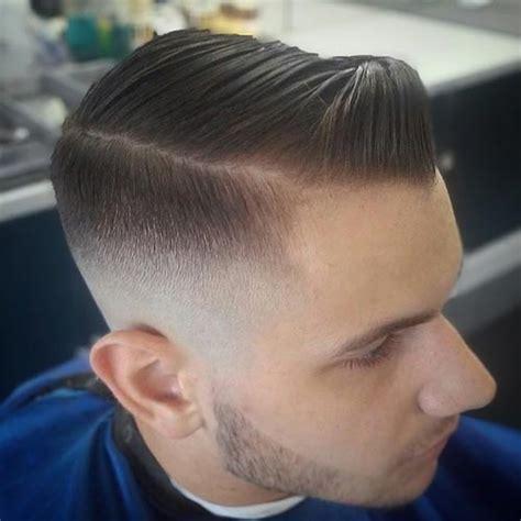 hair styles for men with line shaved 医師からの注意も 人気ヘアスタイル おしゃれ七三分け でビジネスもokなツーブロックとの合わせ技 ただし分け目には