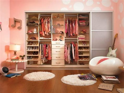 bloombety how to organize your closet with wooden hanger bloombety sweet closet organizing ideas closet