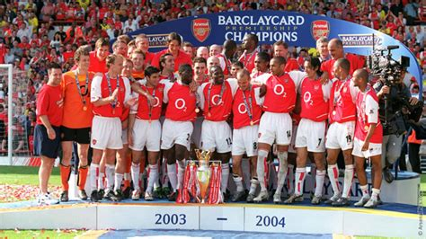 arsenal invincibles squad wenger don t forget invincible defence news arsenal com