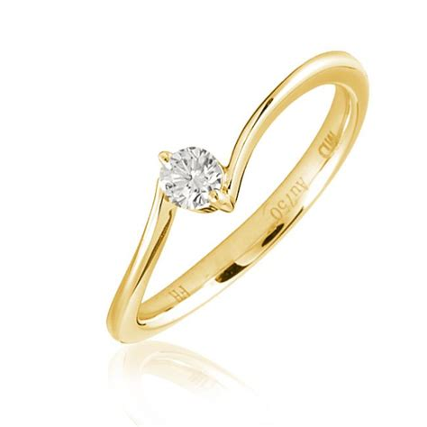 simple gold engagement ring with brilliant cut