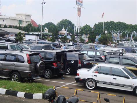 Second Bandung bursa mobil bekas bandung dibanjiri wisatawan lokal oleh