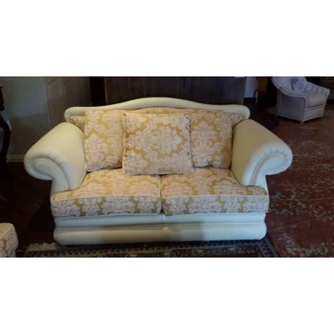 tessuti per foderare divani tessuto damascato per divani free stoffa giusta foderare