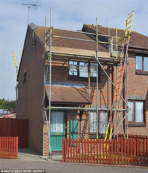 how to a house workmen put up scaffolding at the wrong house in barkway hertfordshire in sat nav
