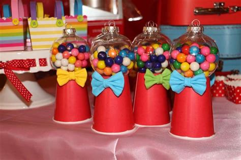 circus centerpiece ideas 1000 ideas about carnival centerpieces on