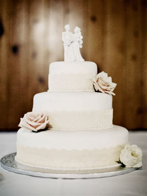 Simple Wedding Cakes Pictures by Simple Chic Wedding Cakes We Bridalguide