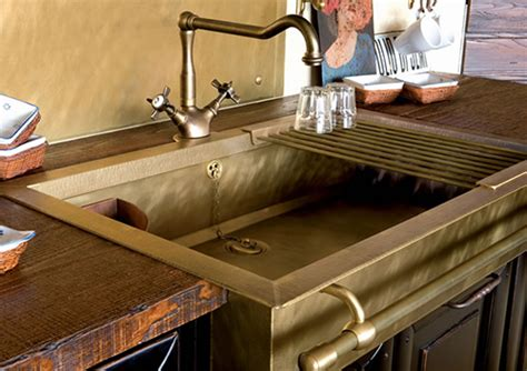 Stylish brass sinks with a retro look