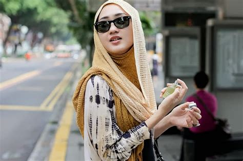 Kacamata Perempuan Fashion style fashion modern untuk muslimah yang berkacamata
