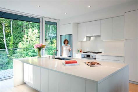 13 exles of bright white contemporary kitchens contemporist