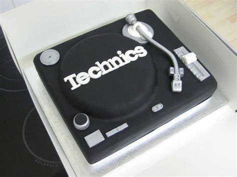 dj cake  object cake baking food decoration