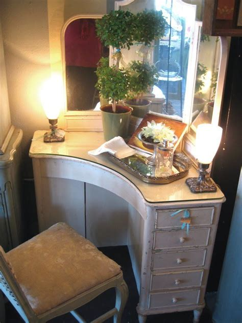 Corner Vanity Desk by 25 Best Ideas About Corner Mirror On Large