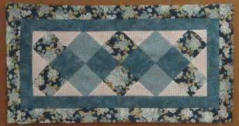 happy new year and a free table runner pattern days
