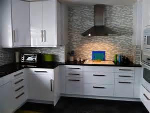 White Kitchen Backsplash Ideas by White Kitchen Backsplash Ideas Love This Beveled Subway